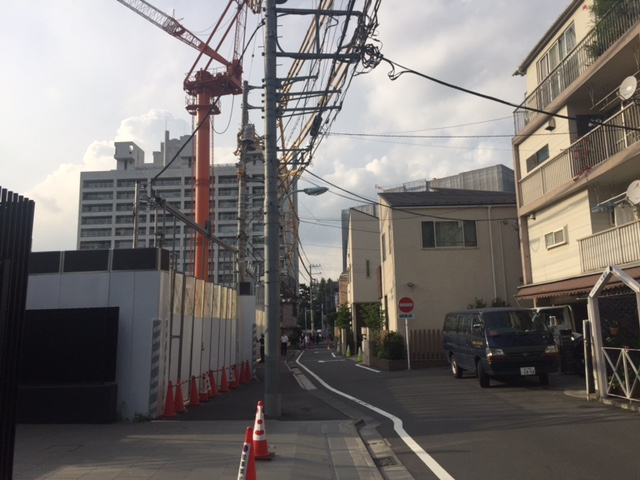 (仮称)広尾プロジェクト新築工事はグランスイート広尾に隣接