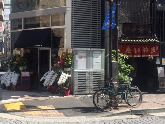 左側のCAMERONと右側の浪花屋総本店